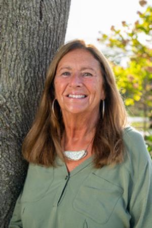 Janice Alex, Broker